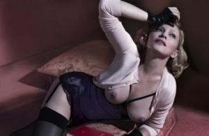 Откровенное фото Мадонны: певица позирует в нижнем белье